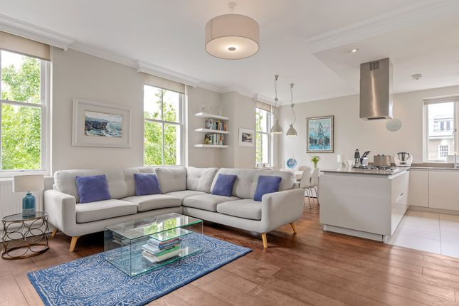 Thumbnail Flat for sale in Irving Mews, London
