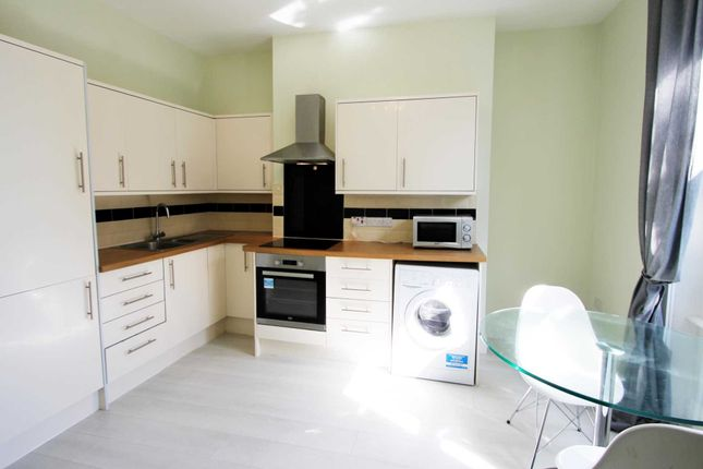 1 bed flat to rent in 1 Bedroom Flat, Russell St, Reading
