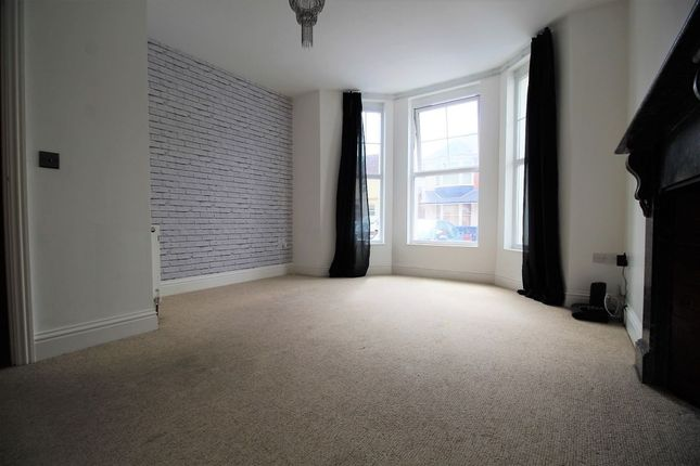 Thumbnail Flat to rent in Queens Road, Worthing