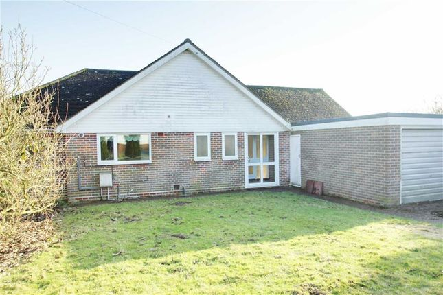 Thumbnail Detached bungalow to rent in Hilltop Road, Kings Langley