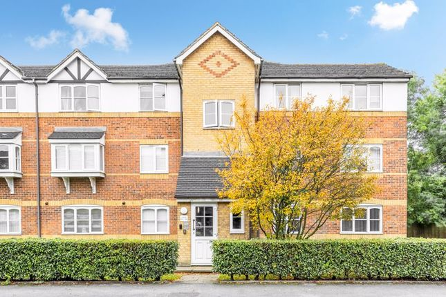 1 bed flat for sale in Donald Woods Gardens, Tolworth, Surbiton KT5