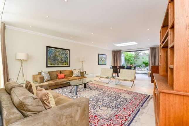 Thumbnail Flat to rent in Cornwall Gardens, South Kensington