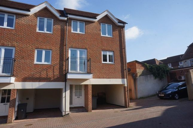 Thumbnail Town house to rent in Vicarage Hill, Alton