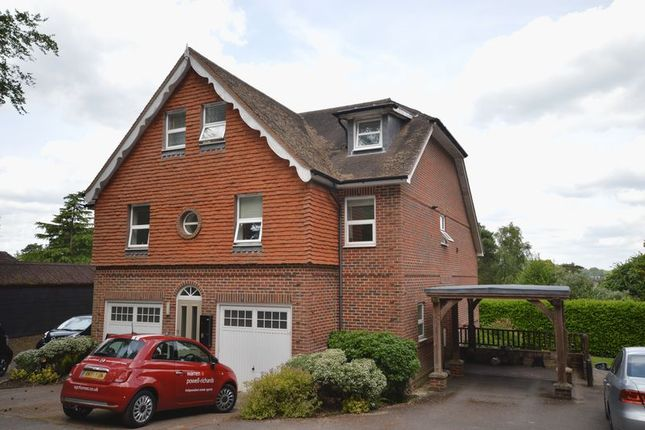 2 bed flat to rent in Courts Hill Road, Haslemere GU27