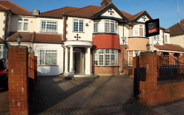 Thumbnail Terraced house for sale in Great West Road, Hayes