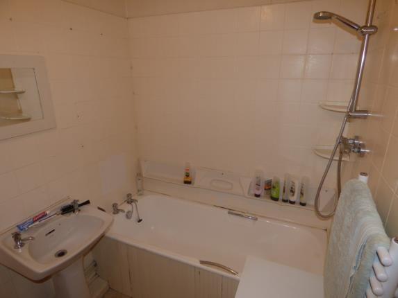 Bathroom of Brisbane Place, Thornton-Cleveleys FY5