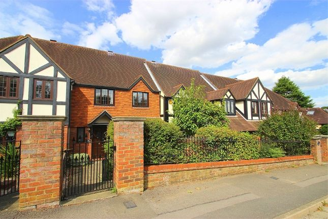 Thumbnail Cottage to rent in South Park, Gerrards Cross, Buckinghamshire
