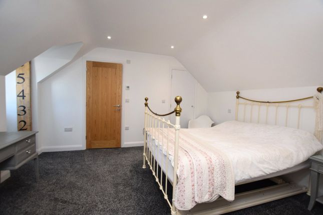 Bedroom 1 of Fore Street, Silverton, Exeter EX5