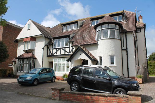 Thumbnail Flat to rent in Sutherland Avenue, Bexhill-On-Sea