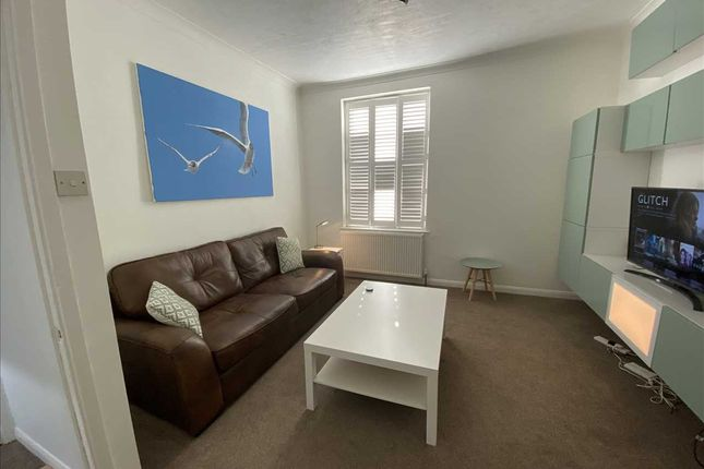 Thumbnail Flat to rent in London Road, Northfleet, Gravesend