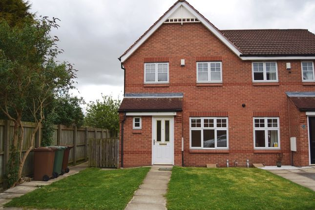 Thumbnail Town house to rent in Mill Chase Road, Alverthorpe, Wakefield