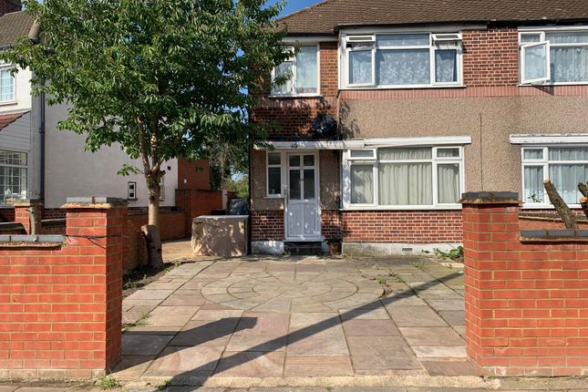 Thumbnail Property to rent in Meadow Road, Feltham