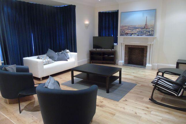 Living Room of Oakleigh Park North, Totteridge N20