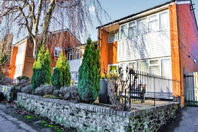 Thumbnail Flat to rent in High Street, Bletchingley, Redhill