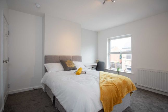 Thumbnail Shared accommodation to rent in Chatsworth Street, Sutton-In-Ashfield