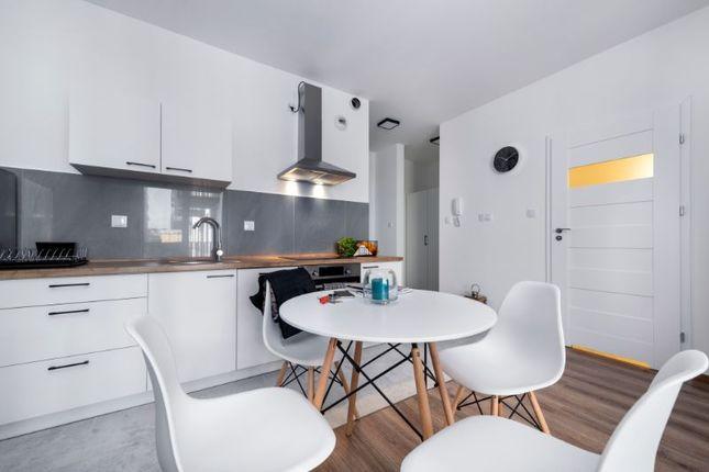 54918018 Contemporary Birmingham Apartments, Warren Bruce Rd