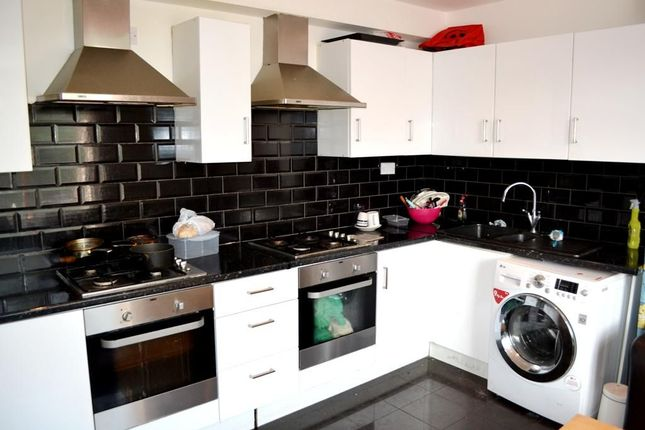 Thumbnail Flat to rent in Westgate Road, Fenham, Newcastle Upon Tyne