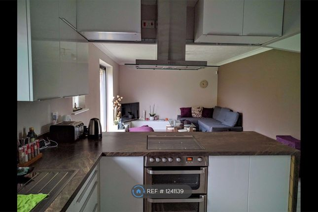 2 bed bungalow to rent in Cumberland Close, Ilford IG6
