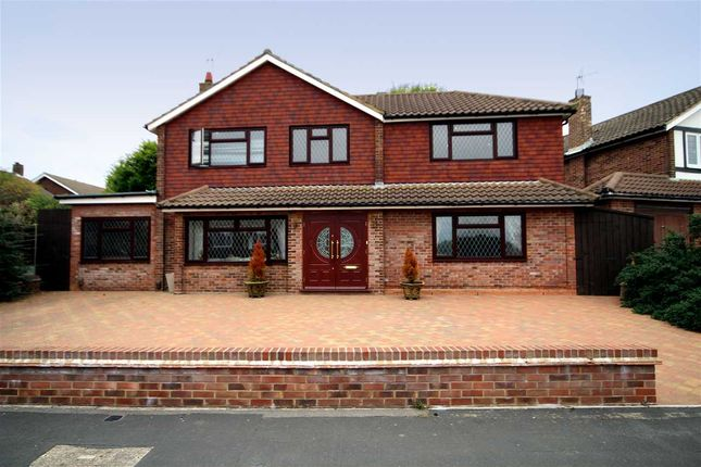 Thumbnail Property for sale in Wren Crescent, Bushey WD23.