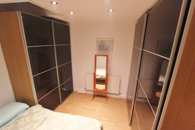 Thumbnail Cottage to rent in The Green, London