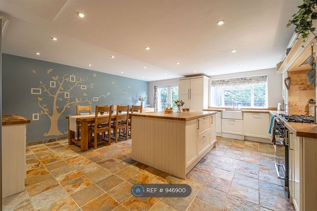 5 bed detached house to rent in Hay Lane, Shirley, Solihull B90