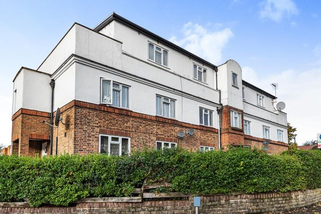 2 bed flat for sale in Edgware, Middlesex HA8