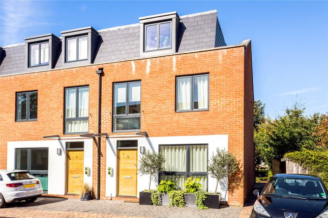 Thumbnail Terraced house for sale in Hutton Mews, London