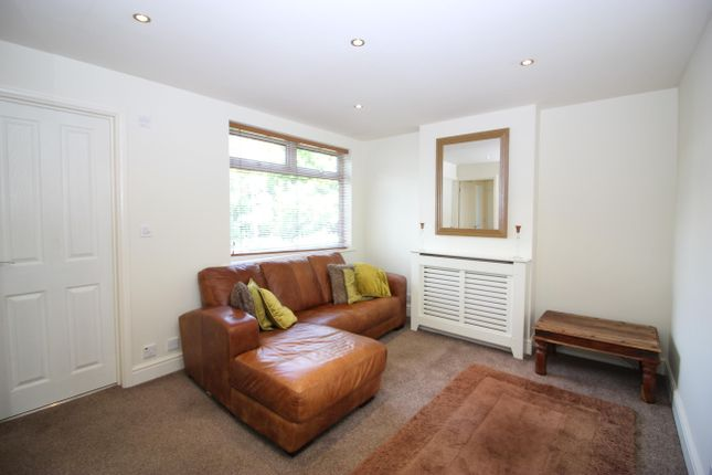 Thumbnail Flat to rent in Thornhill Road, Tolworth, Surbiton