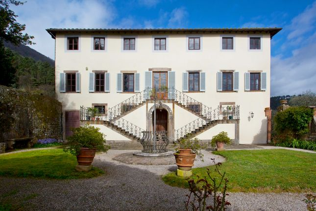 Thumbnail Villa for sale in Lucca (Town), Lucca, Tuscany, Italy