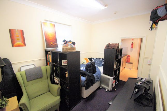 Studio to rent in Flat 3 Holyhead Road, Coundon CV1