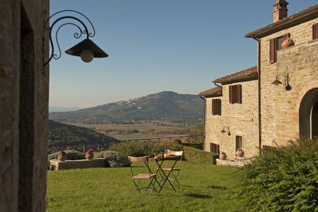 Thumbnail Farmhouse for sale in Tuoro Del Trasimeno, Tuoro Sul Trasimeno, Perugia, Umbria, Italy