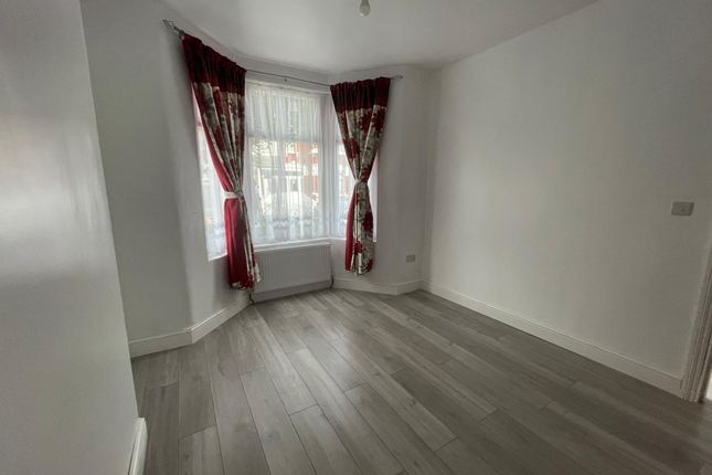 Thumbnail Flat to rent in Caulfield Road, London