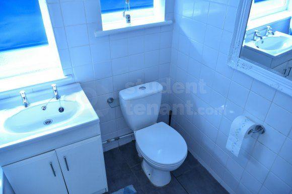 18Ebathroom2 of East Street, Gillingham, Medway ME7