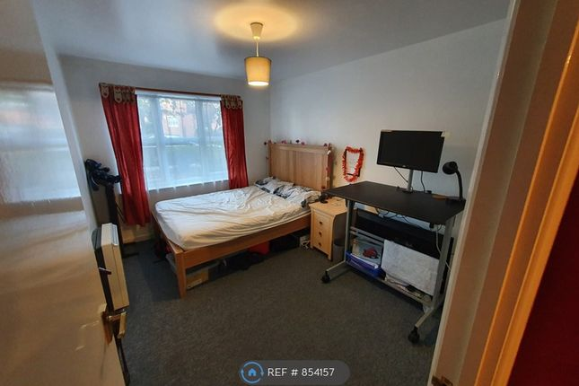 Master Bedroom (1/2)