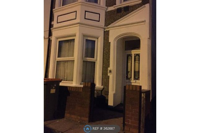 Thumbnail Room to rent in Saville Road, London