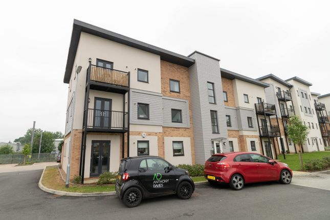 Thumbnail Flat to rent in Sovereign Place, Hatfield