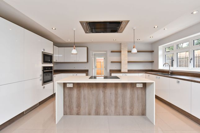 Thumbnail Detached house for sale in Wroxham Gardens, Potters Bar