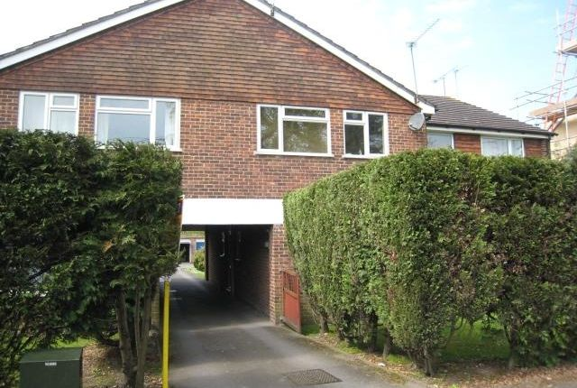 2 bed flat to rent in Oxenden Road, Tongham