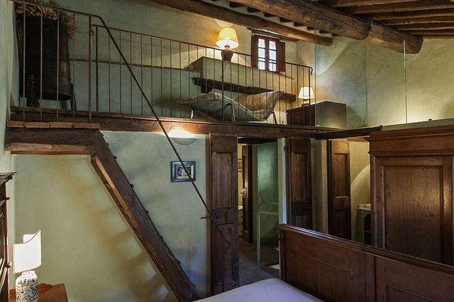 Bedroom With Platform