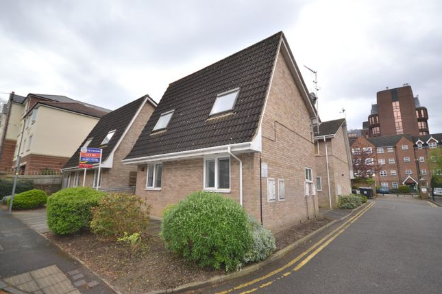 Thumbnail Flat for sale in Grove Road, Woking