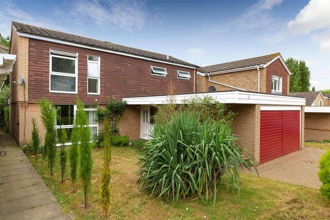 Thumbnail Detached house for sale in Chaomans, Letchworth Garden City