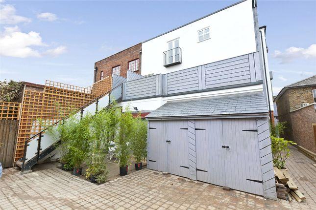 Thumbnail Flat to rent in Queens Road, Weybridge, Surrey