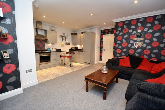 Thumbnail Flat for sale in Meadow Rise, Billericay