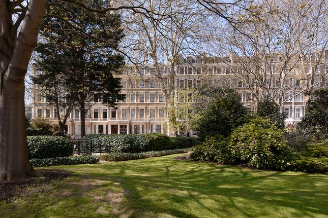 Thumbnail Flat to rent in Ashburn Gardens, Kensington, London