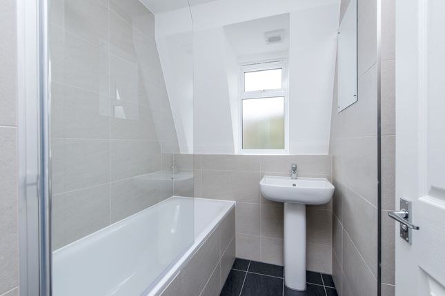 Thumbnail Flat for sale in Courthope Road, Wimbledon Village