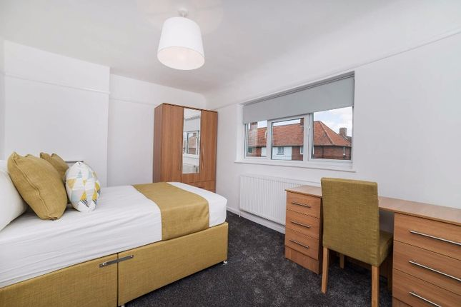 Thumbnail Shared accommodation to rent in Cyprus Avenue, Beeston, Nottingham