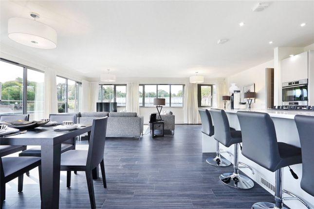Thumbnail Flat for sale in High Street, Berkhamsted, Hertfordshire