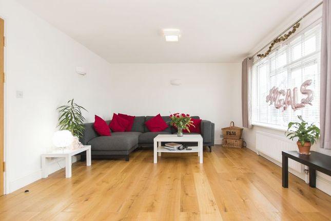 Flat to rent in Winsbeach, Walthamstow