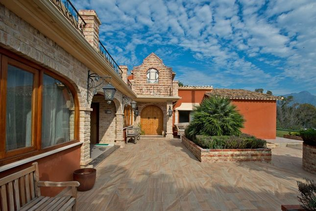 Villa for sale in Fuente Del Espanto, Costa Del Sol, Spain