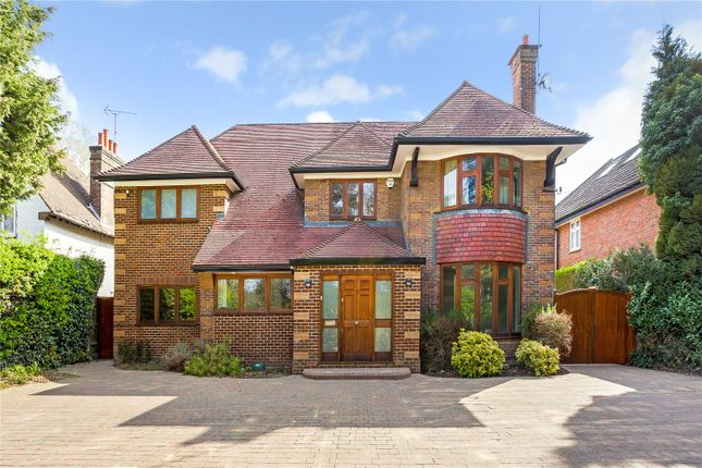 5 bed detached house for sale in London Road, Luton LU1